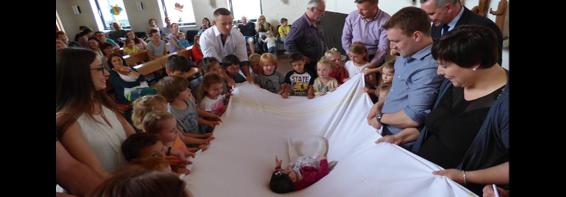 Taufe im Minigottesdienst: Wir sind Wunder(bar)
